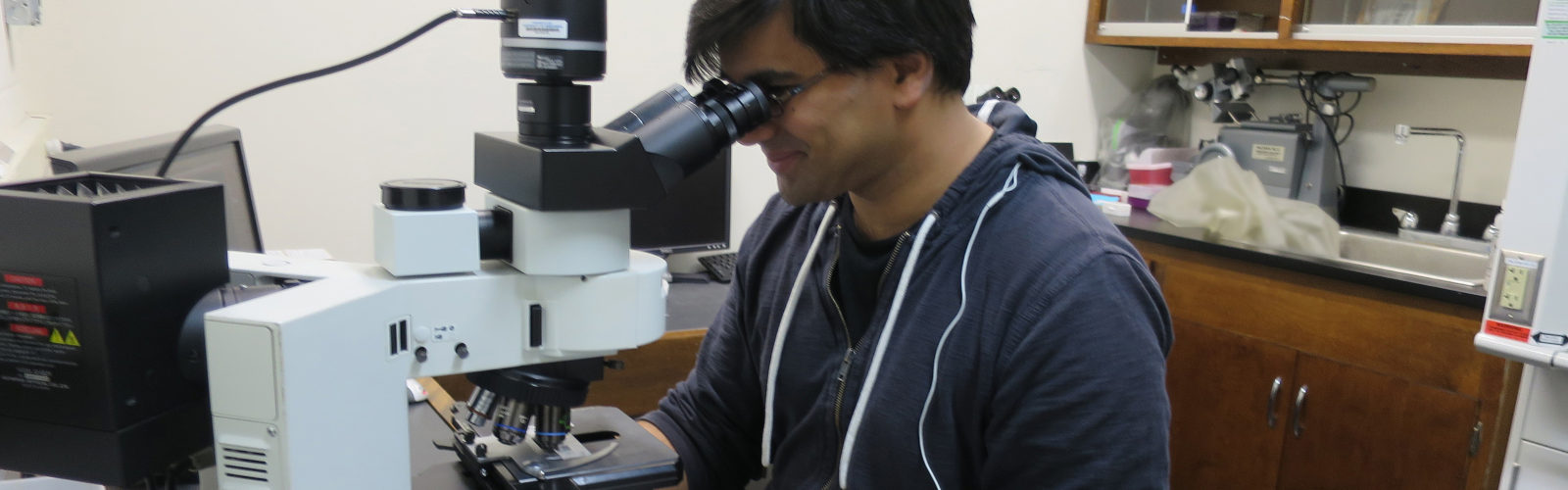 Prashant Sharma using the Olympus epifluorescence scope in the NIC.